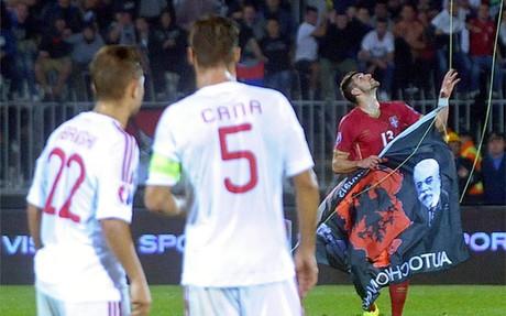 Stefan Mitrovic provoc� la tangana con su acci�n