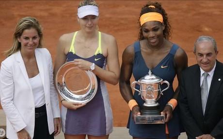 Serana Williams y Maria Sharapova, con sus trofeos
