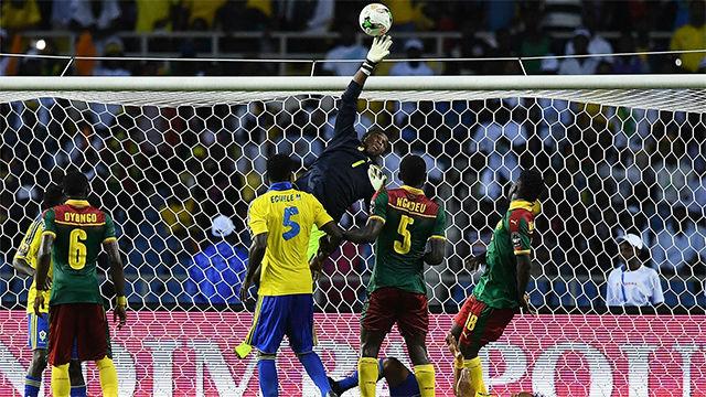 Paradón de Ondoa ante Gabón en la Copa África