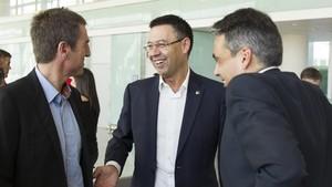 Josep Maria Bartomeu, Robert Fernández y Albert Soler dialogaron de forma distendida con Luis Enrique al acabar el partido