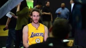 Marcelino Huertas deja Los Ángeles Lakers