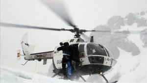Un helicóptero de rescate en la zona de los Picos de Europa
