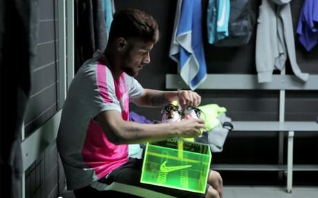 As� recibi� Neymar sus nuevas botas