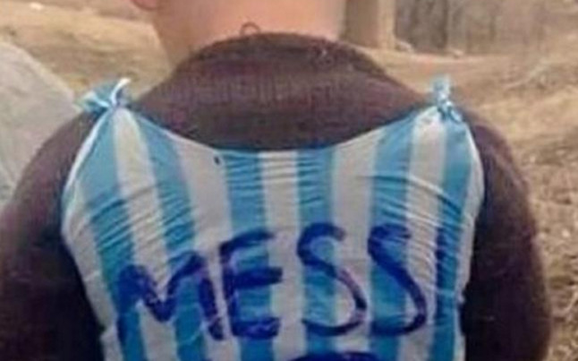 Messi conocer� al ni�o que llevaba su camiseta hecha con una bolsa de pl�stico