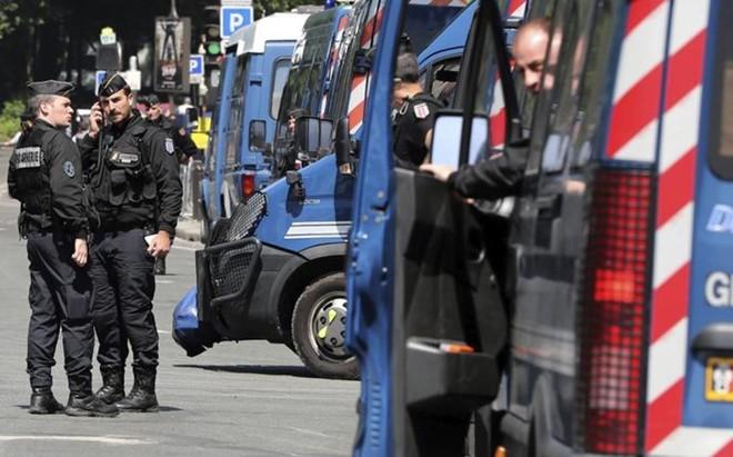 La polic�a francesa desaloj� un centro comercial de Niza