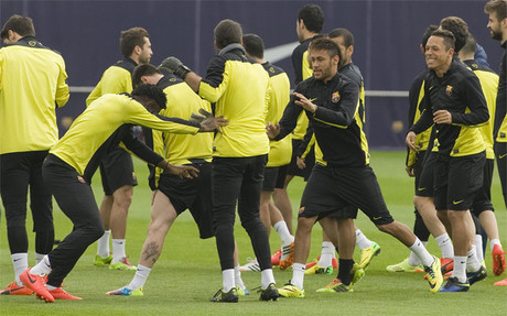 La primera parte del entrenamiento previo al Barça-Atlético estuvo marcada por el buen humor