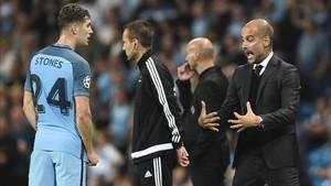 Guardiola elogió al central Stones