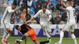 El juego del Real Madrid baja cuando juegan los teóricos titulares