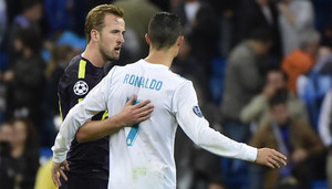 Harry Kane y Cristiano Ronaldo se saludan tras el Real Madrid - Tottenham