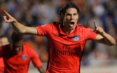 Cavani celebra su gol en la recta final del APOEL-PSG
