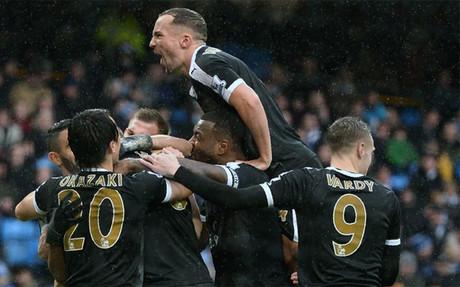 El Leicester dio un golpe de efecto a la Premier en el Etihad de Manchester
