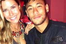 Neymar, estrella en la fiesta de Replay