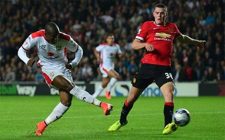 El Milton Keynes Dons sac� los colores al United de Van Gaal