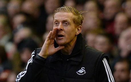Monk se quej� por un piscinazo de un rival y explic� la pol�tica del Swansea