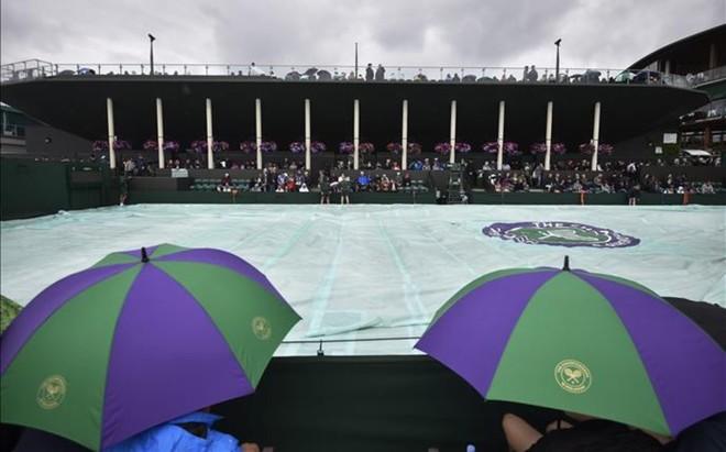 Por segundo d�a se han visto m�s lonas que tenis en las pistas de Wimbledon