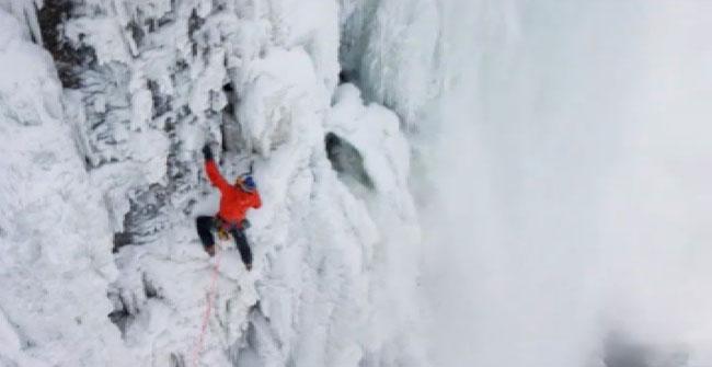 Will Gadd se convierte en la primera persona en escalar las cataratas del Niágara