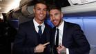 Cristiano Ronaldo y Sergio Ramos, en el avión