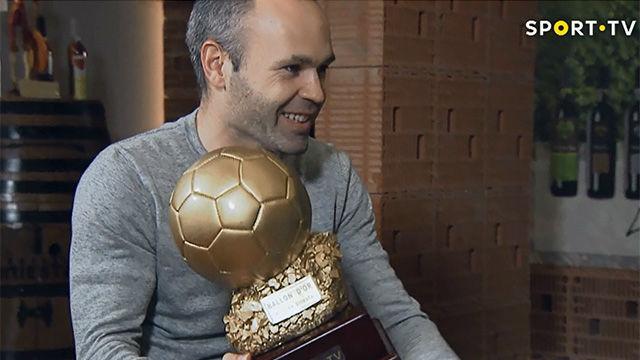 Iniesta recibió, por fin, un balón de oro