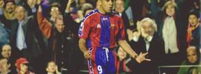 Sonny Anderson, el 'Pistolero', abrió la goleada de la temporada 1997-98. A su gol, marcado en el minuto 69, le siguieron otros dos de Figo y Giovanni en la primera temporada de Van Gaal en el banquillo