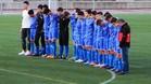 Los jugadores del cadete de la UD�Vista Alegre guardaron un minuto de silencio tras conocer el fat�dico suceso
