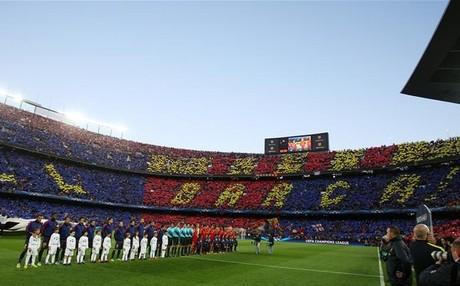 La afición del Barça despidió al equipo con aplausos
