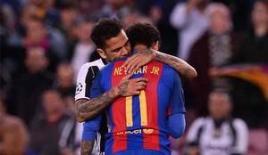 Dani Alves consoló a Neymar en el último duelo