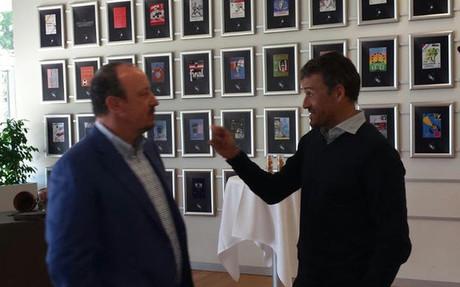 Luis Enrique, hablando con Ben�tez antes de la reuni�n