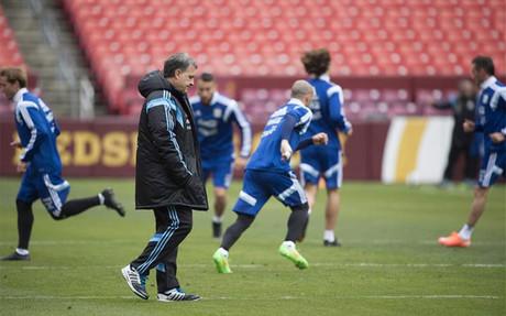 Martino confirm� que Messi sigue con dolor en el pie derecho