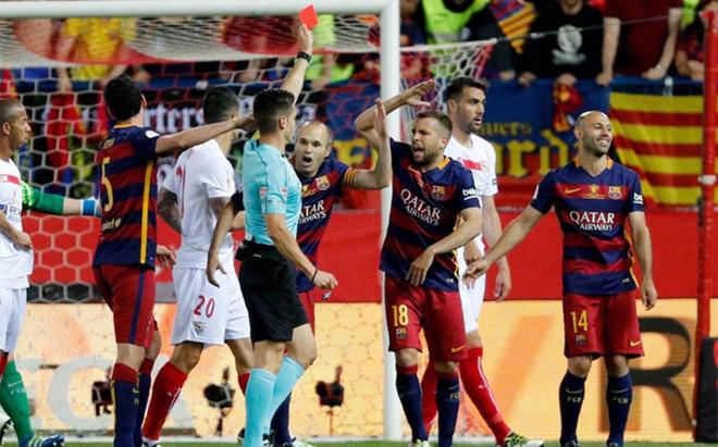 Mascherano fue el primer expulsado en la final de la Copa del Rey
