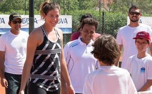 Garbiñe Muguruza se divirtió en el entrenamiento que compartió con los más pequeños