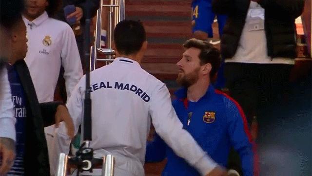 El saludo entre Messi y Cristiano antes del partido