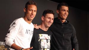 Neymar Junior, Leo Messi y Cristiano Ronaldo durante la previa a la ceremonia del Balón de Oro 2015