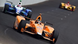 Fernando Alonso lideró las 500 millas de Indianápolis