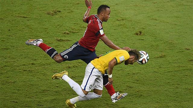 La brutal entrada de Zúñiga a Neymar