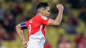 Falcao celebrando su anotación ante el Caen (2-0)