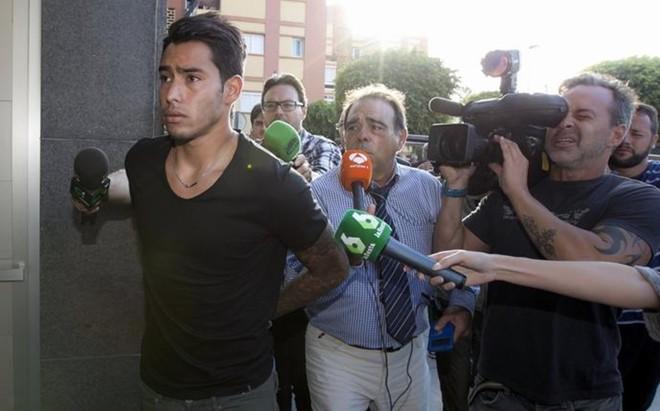 Araujo, a su llegada hoy a los juzgados para prestar declaraci�n sobre el incidente