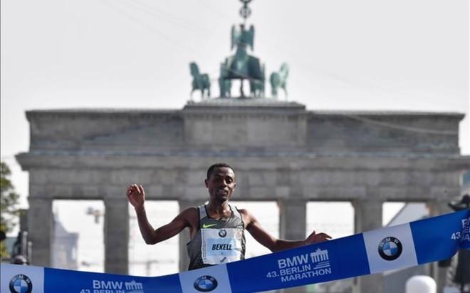 Kenenisa Bekele se impuso en el marat�n de Berl�n pero no pudo batir el r�cord del mundo