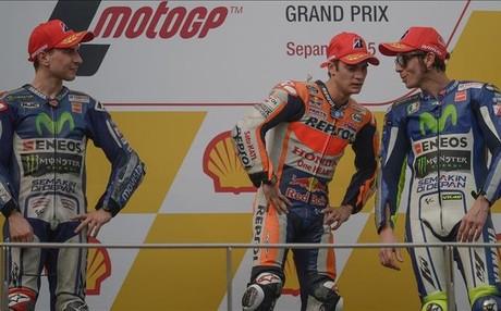 Lorenzo, Pedrosa y Rossi en el podio del GP de Malasia 2015 en Sepang