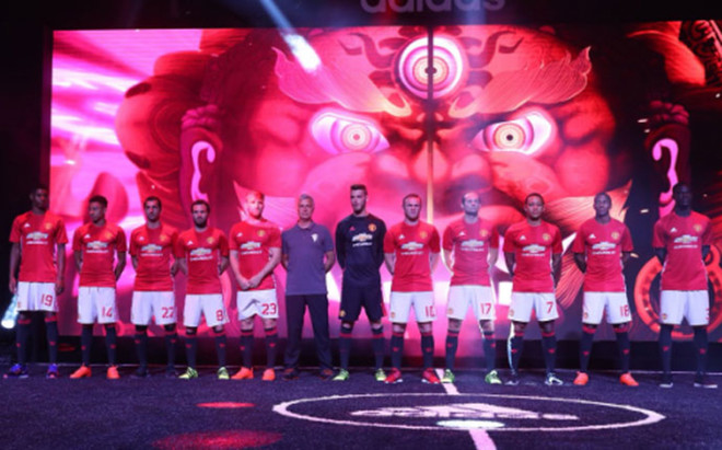 El Manchester United present� la nueva equipaci�n