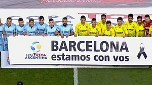 Los jugadores de Defensa y Justicia y Temperley mostraron su apoyo a Barcelona tras el atentado del jueves