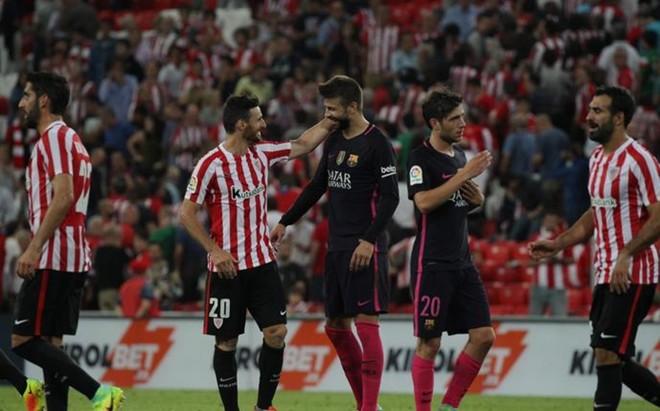 Piqu� y Sergi Roberto aguantaron todo el partido en San Mam�s