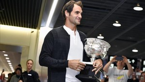 Roger Federer, recibido como un héroe en el aeropuerto de Zúrich