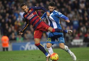 Neymar hace caso omiso a los cánticos racistas