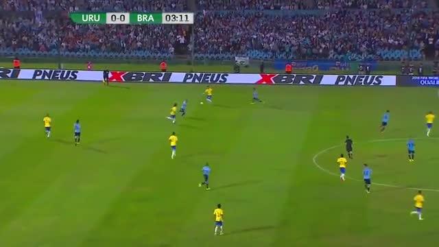 Neymar superó a sus rivales con una gran arrancada