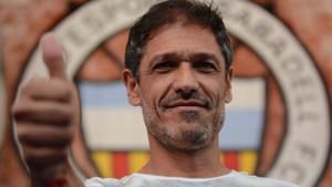 Toni Seligrat llega al banquillo de la Nova Creu Alta