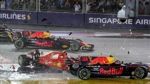 Verstappen y Raikkonen, en la accidentada salida de Singapur
