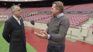 Bernd Schuster hablando con Lluís Canut, en un momento del programa Quan sapaguen els llums (TV3)
