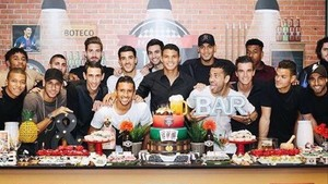 La plantilla del PSG almorzó junta con la ausencia de Cavani