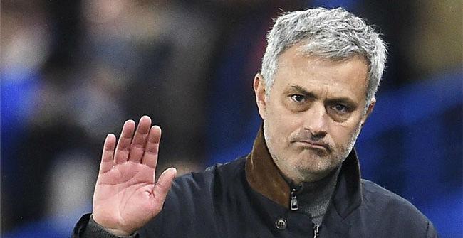 El Leicester gana al Chelsea, sigue líder y Mourinho a la calle