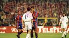 Rivaldo pide a Panucci que se calle ante la mirada de Luis Enrique en el clásico de la temporada 97/98. El Barça venció 2-3 el encuentro.